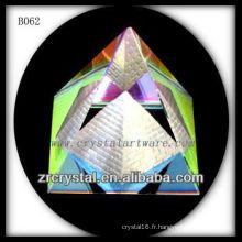 K9 Pyramide de cristal colorée