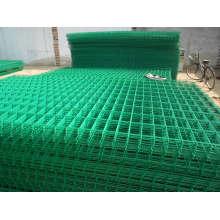 O PVC revestiu o painel de engranzamento de fio soldado que protege a malha quadrada da cerca da malha