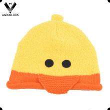 El invierno embroma el patrón lindo del pato del sombrero