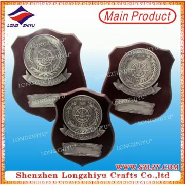 Plaque en bois promotionnelle de haute qualité avec plaque métallique pour cadeau