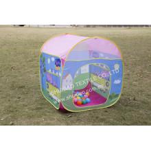 Популярные свободные дети играют в палатку