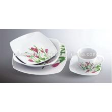 Vaisselle en porcelaine avec design varié