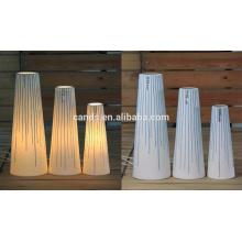 Lámpara de mesa blanca de cerámica blanca y azul