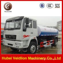 Автоцистерна 4х2 HOWO перевозит 15 тонн
