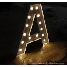 Weinlese-Metallzeichen beschriftet Birnen-Buchstaben für die Heirat