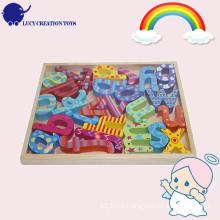 Educativo, colorido, madeira, alfabeto, pedaços, bandeja