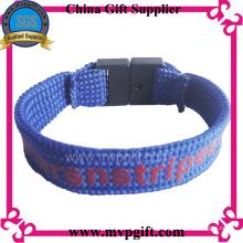 Kundenspezifisches Textil-Armband mit Wovern Logo