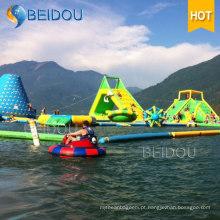 Jogos de corrida de obstáculos de água flutuante Brinquedos infláveis gigantes Parque aquático