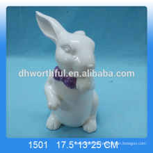 Beau lapin en céramique blanche pour décorer
