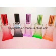 Différents verres en verre / Parfums / bouteilles cosmétiques