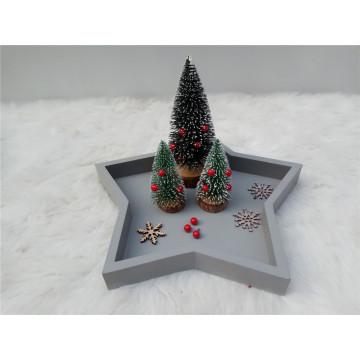Pequeño árbol de navidad de madera simple