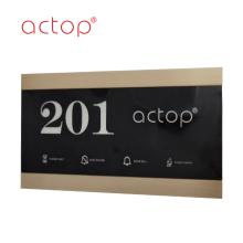 2020 Nueva placa de puerta Logotipo personalizado Número de habitación Vidrio Matel Placa de plástico