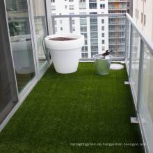 Landschaftsgarten mit hoher Dichte, der Kunstrasen für Gartenverzierungen gestaltet