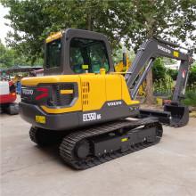 La construcción utiliza 8000 kg de maquinaria de excavación para las ventas.