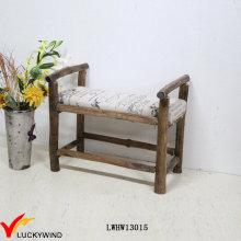 Banco tapizado antiguo de madera maciza pequeño