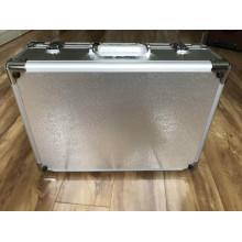 Boîte en alliage d'aluminium avec incrustation de mousse éponge