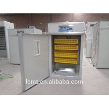 Conservación de energía y incubadora ambiental de huevos de gallina