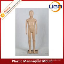 Molusco de manequins de plástico infantil bonito na pele