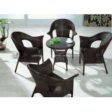 Mesa de jantar de vime ao ar livre e conjunto de cadeira