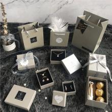 Boîte à bijoux en papier d'emballage pour sac cadeau collier