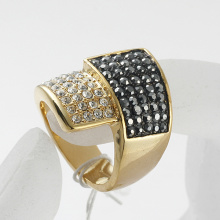 Gold Plated Engagement Ring made With rhinestone Crystal and metal zinc alloy Top Quality