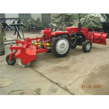 Schneekehrmaschine SX180 am Traktor montiert