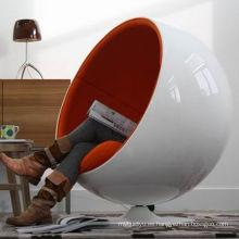 Espacio en forma de huevo silla y silla de la bola