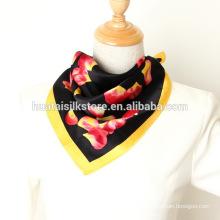 Shinny Pétalo negro satinado bolsillo bufanda para las mujeres