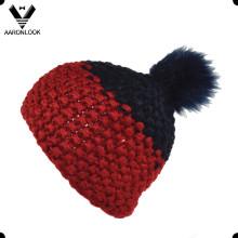 Chapeau en tricot à main en fourrure à la mode avec boule en fourrure