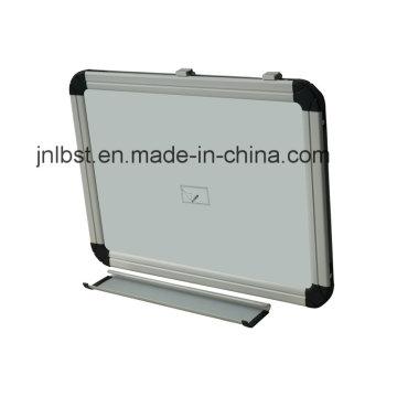 80*100 Whiteboard Drywipe Magnetic mit Stiftablage und ABS-Ecke
