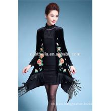 Mujeres primavera moda trinchera capa de largo negro bordado de las mujeres abrigo pavo capa larga