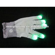 weiße Handschuhe leuchten im Dunkeln