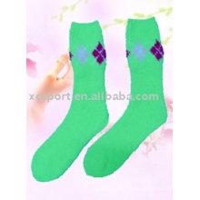 Calcetines coloridos estupendos de la fibra del color