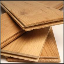 Revestimento de madeira de carvalho maciço de cor natural