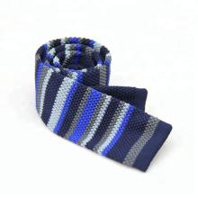 Os homens fizeram malha laços lisos finos, laços de confecção de malhas estreitos dos homens