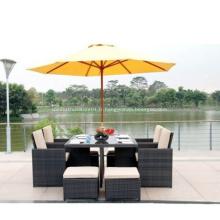 Meubles de patio bien utilisés de table extérieure de villa