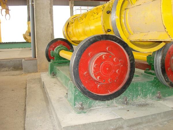 Concrete pile spinning machine