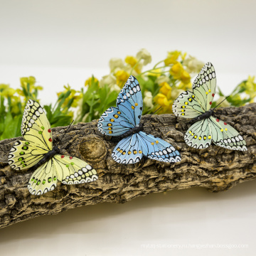 Бабочка на елке