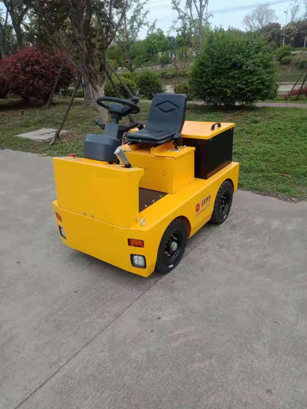 Wheel Electric Tow Tractor 3