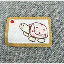 Etiquetas tecidas personalizadas do poliéster para a roupa e o vestuário