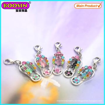 Venta de fábrica de diamantes de imitación de metal encantos Flip Flop
