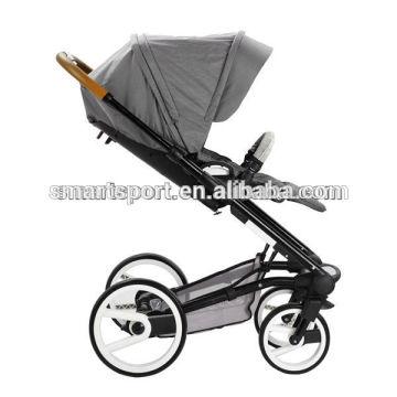 Carrinho de bebê novo dos produtos do bebê