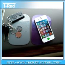 magische klebrige Auflage greifen Ihr Telefon auf Armaturenbrett