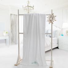 Toallas de baño del hotel blanco con bordado de estrella de mar