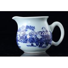 Niños chinos jugando jarra de agua de cerámica azul y blanco
