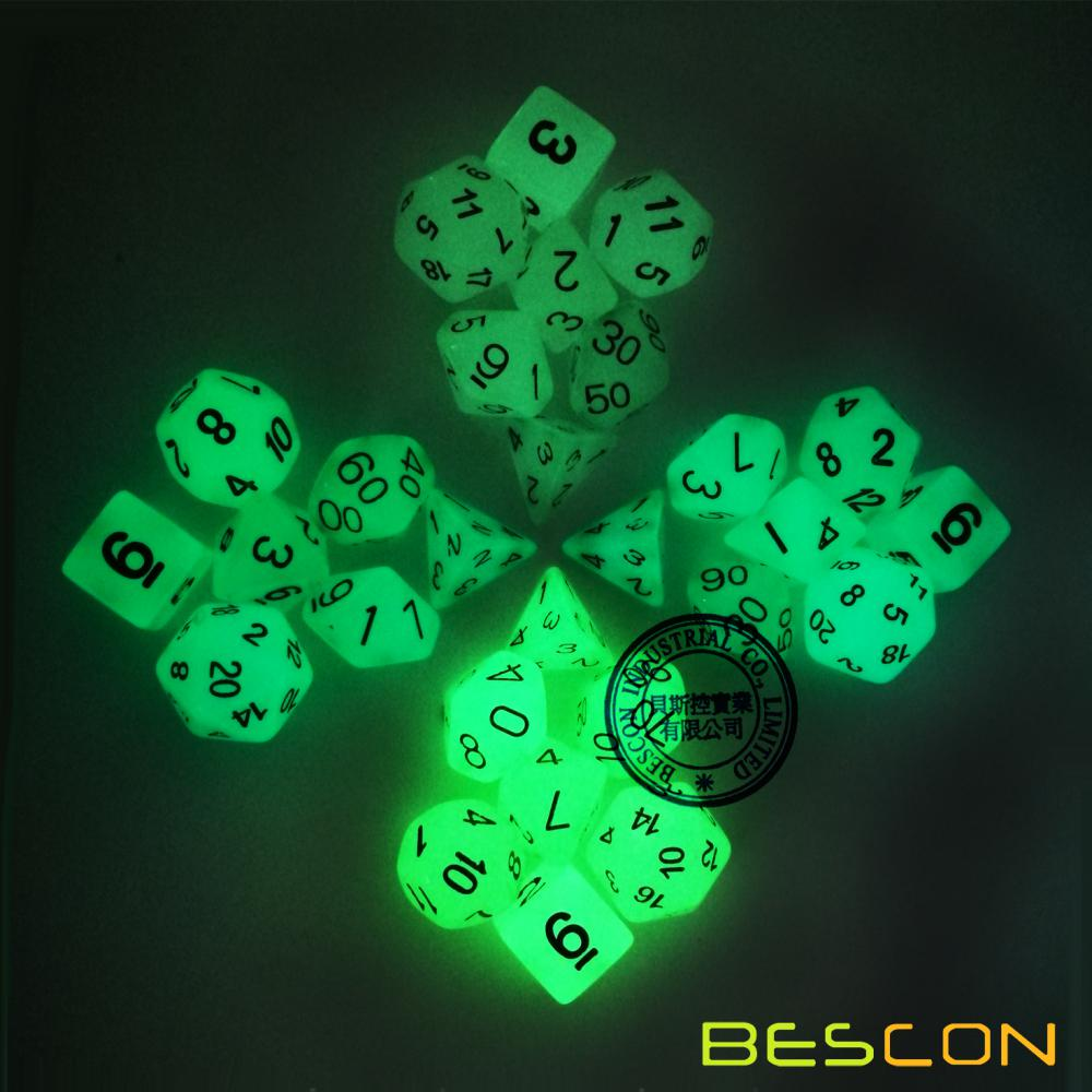 Orange Glow in the Dark Dice Set (7 dés) pour Dungeons & Dragons et autres jeux de rôle