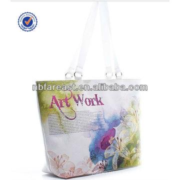 Bolso de mano de la señora para el bolso de la playa o para el bolso de compras