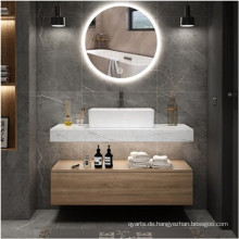 Hängen Sie den Badezimmer-Waschtisch an die Wand