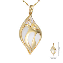 18K Gold Necklace with white agate