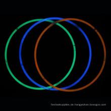 Ling-up-Leuchtstab in dunkler Halskette